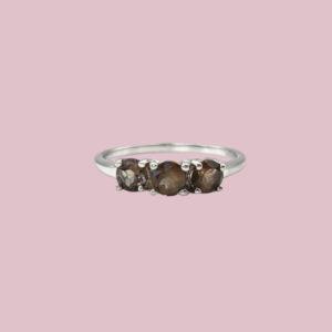 witgouden ring met rookkwarts
