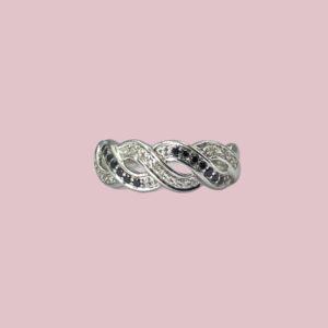 vintage witgouden ring met witte en zwarte diamant
