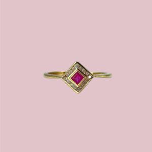 ring met roze saffier en diamant vierkant