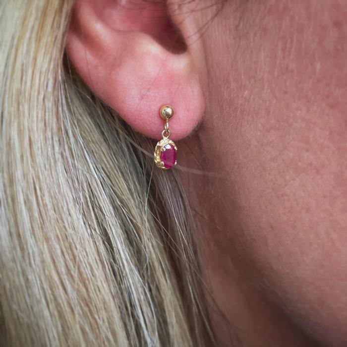 gouden oorbellen met robijn vintage oorhangers