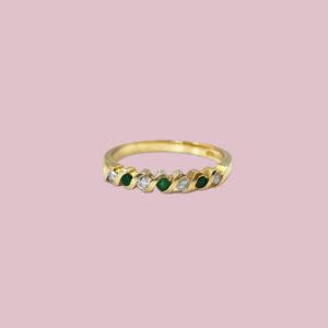 eternity ring met smaragd goud