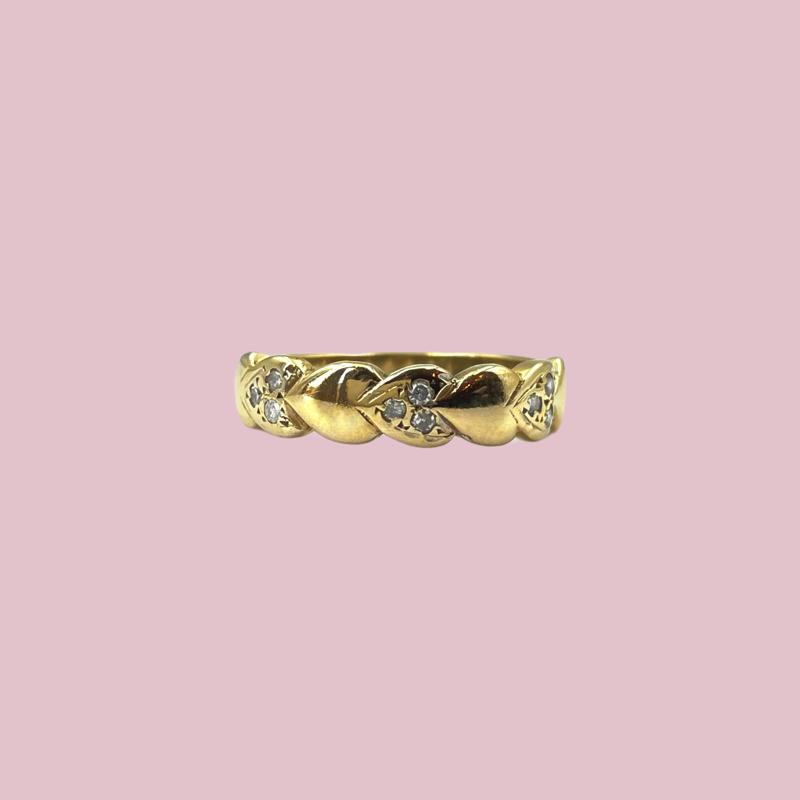 ring van hartjes bezet met diamant sieradenmeisje