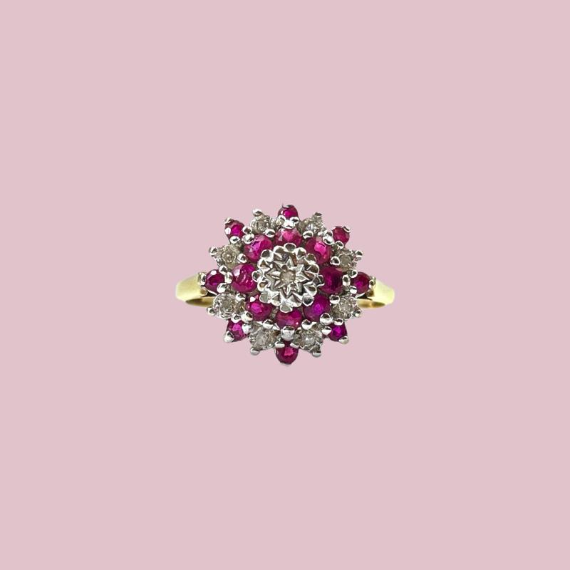 gouden ring met robijn en diamant cluster vintage goud sieradenmeisje