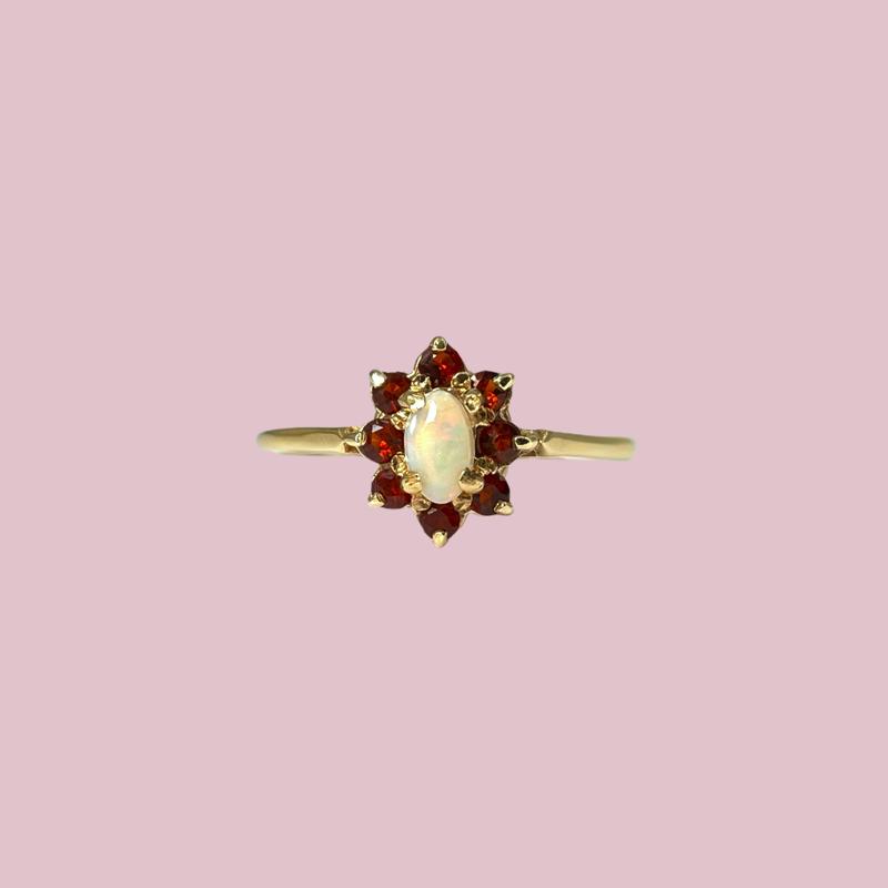 gouden ring met opaal en granaat vintage sieradenmeisje