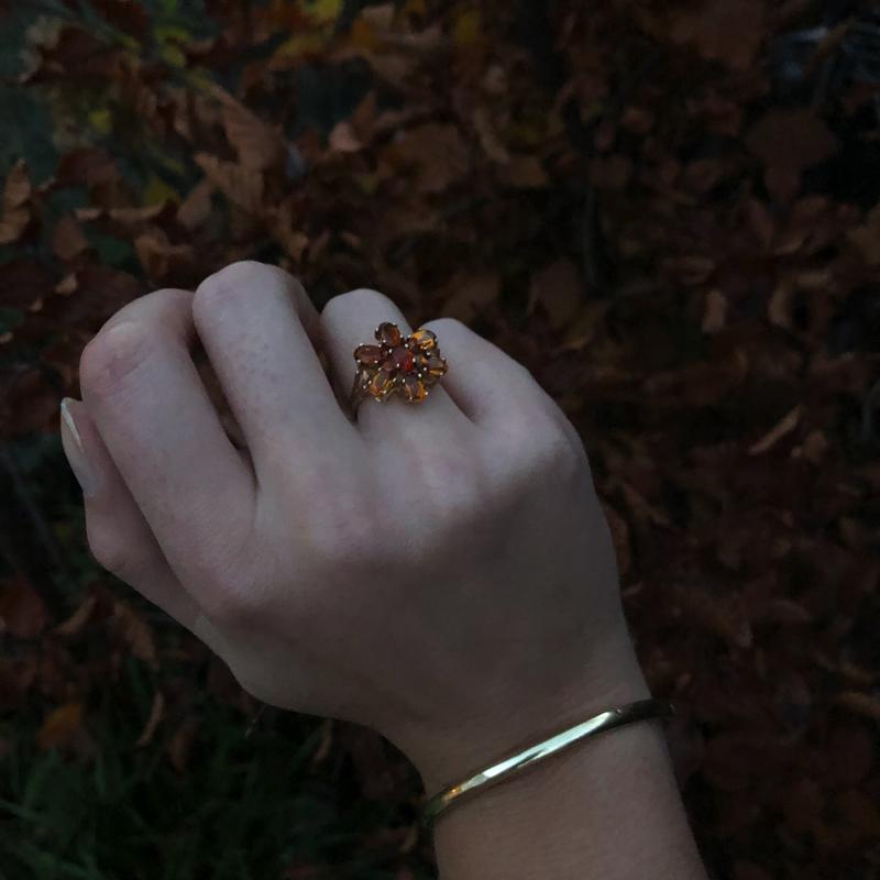 citrien bloem ring in het bos