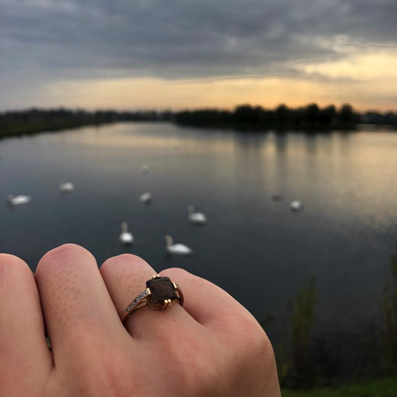 rookkwarts ring met diamant