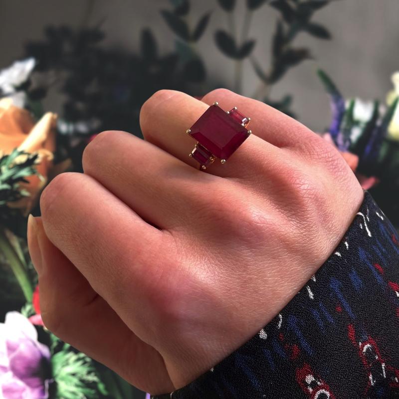 ring met robijn emerald geslepen