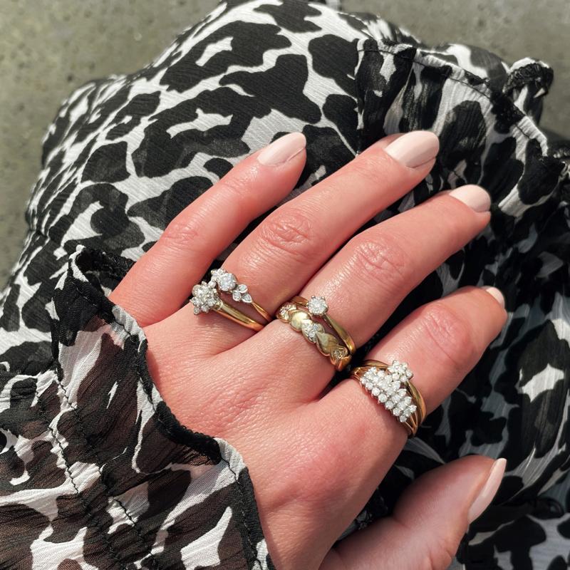 gouden ringen met diamant van sieradenmeisje