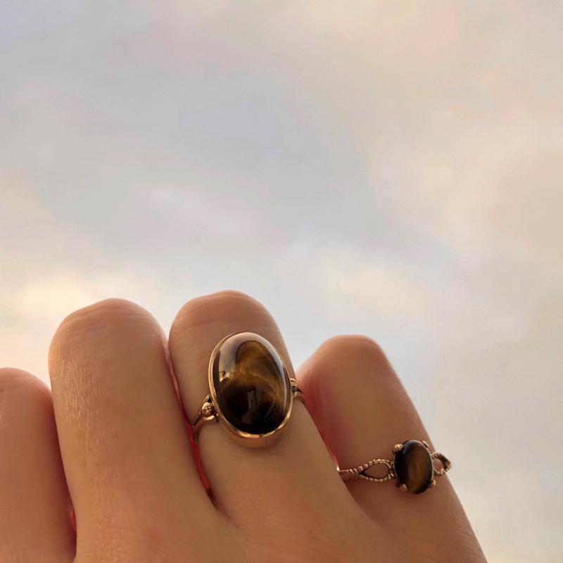 ring met tijgeroog van goud
