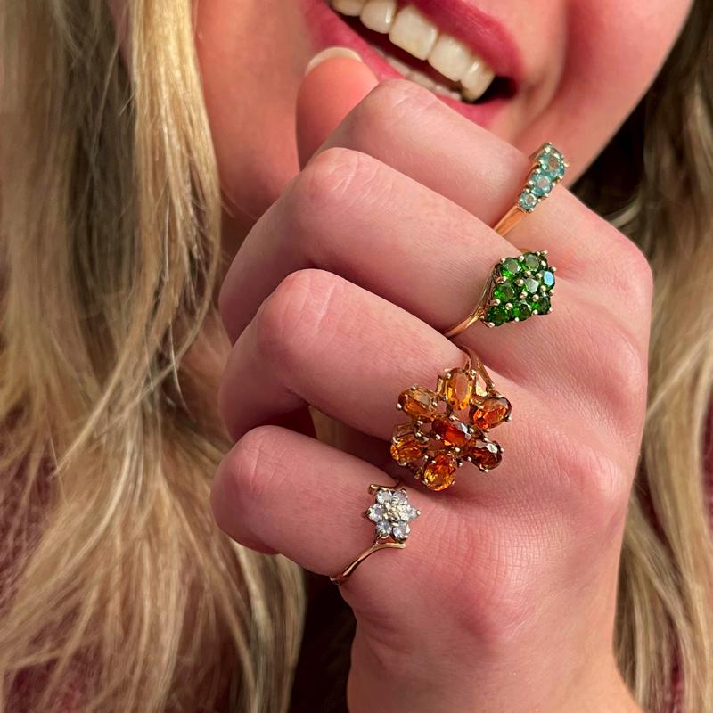 sieradenmeisje met vintage ringen