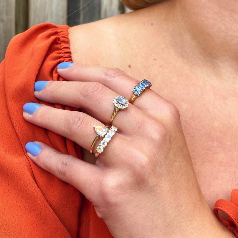 gouden vintage ringen blauw en wit maansteen