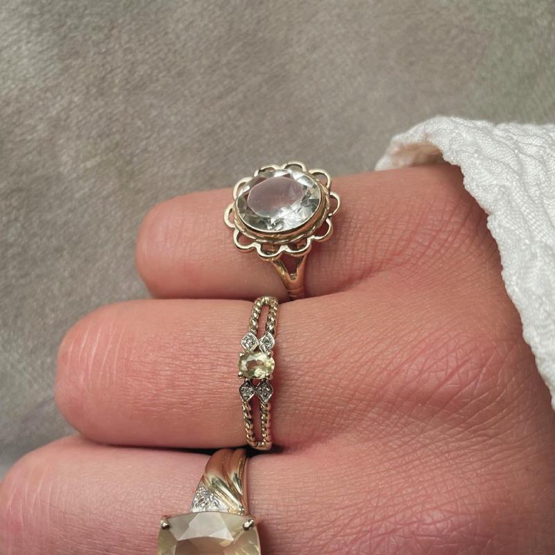 ring met licht groene edelsteen