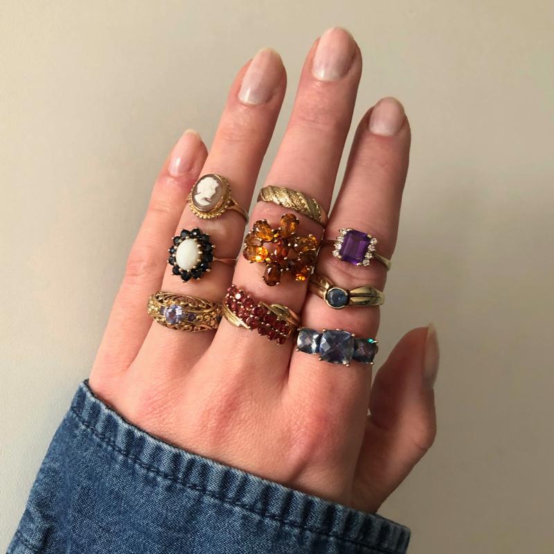 vintage ringen aan de hand