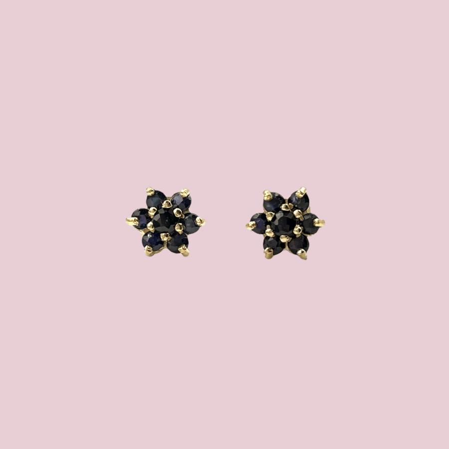 gouden oorknopjes saffier cluster bloemetje