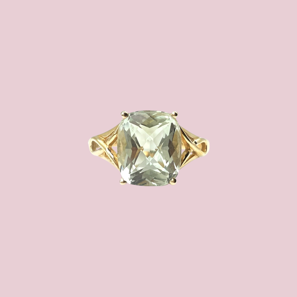 gouden ring met groene steen amethist emerald cushion cut