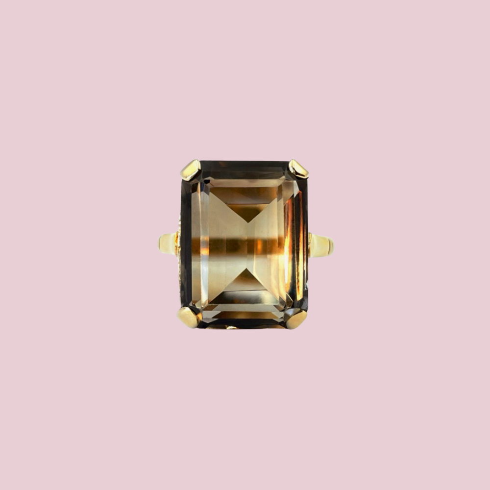 ring rookkwarts gouden ringen grote edelsteen bruin rechthoekig