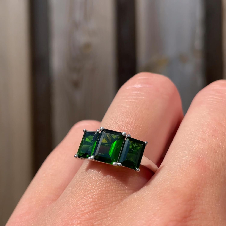 trilogie ring chrome diopside emerald cut rechthoek
