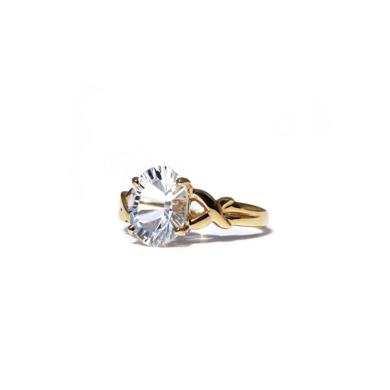 gouden ring met witte kwarts transparante steen solitair
